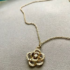 Forever 21 Gold Diamond Rose Necklace